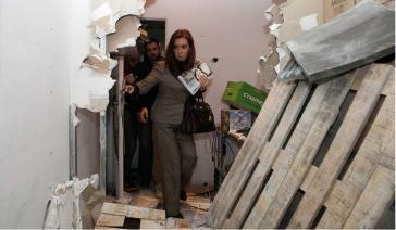 Cristina Fernández de Kirchner bei ihrem Rundgang durch die zerstörte Redaktion von Tiempo Argentino