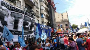 Am 6. Dezember, dem Tag der Abstimmung, forderten Zehntausende bei einer Kundgebung vor dem Nationalkonkress die Verabschiedung des Gesetzes