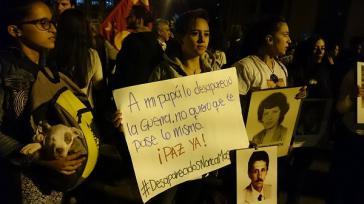 """""""Mein Vater wurde wegen des Kriegs zum Opfer des Verschwindenlassens. Ich will nicht, dass dir dasselbe passiert. Frieden jetzt. Verschwundene nie wieder"""""""