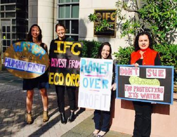 Gegner des Bergbauprojekts haben vor dem Gebäude der Weltbank die Rücknahme der Finanzierung von Eco Oro gefördert