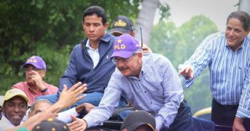 Staatspräsident Dolina Medina auf Wahlkampffahrt in Santo Domingo