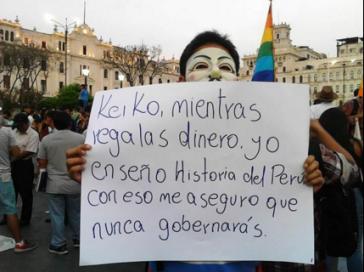 """""""Keiko, während du Geld verschenkst, lehre ich Geschichte Perus. Damit gehe ich sicher, dass du niemals regieren wirst."""" Demonstrant am Dienstag auf der Plaza San Martín, Lima"""