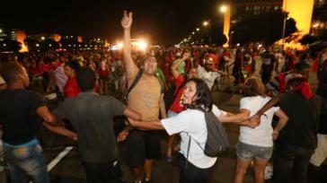 """Tausende Regierungsanhänger protestierten gegen den """"parlamentarischen Putsch"""""""