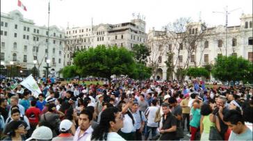 Demonstranten forderten am Dienstag erneut Ausschluss der Präsidentschaftskandidatin Keiko Fujimori, Lima