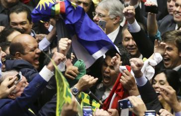 Rousseff-Gegner in der Abgeordnetenkammer nach der Abstimmung über das Amtsenthebungsverfahren