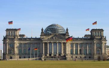 Plenarsaal-Gebäude des Bundestages im Reichstag in Berlin