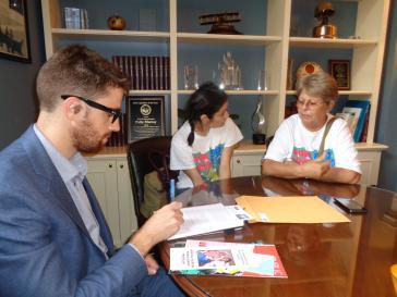 Gespräch der Reiseteilnehmer in einem US-Abgeordnetenbüro in Washington über Kuba