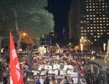 """Am Abend der Senatsdebatte demonstrierten landesweit Tausende wie hier in Rio de Janeiro """"Gegen den Putsch"""""""