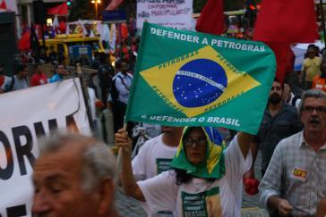 """Unter dem Motto """"Fora Temer"""" protestierten am Freitag tausende Menschen in über 34 Städten gegen die neoliberale Interimsregierung unter Michel Temer sowie gegen die Privatisierung des Erdölkonzerns Petrobras"""