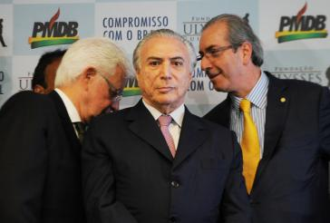 Michel Temer (mitte) unter Partei-Freunden. Links sein Vertrauter Moreira Franco, rechts Eduardo Cunha