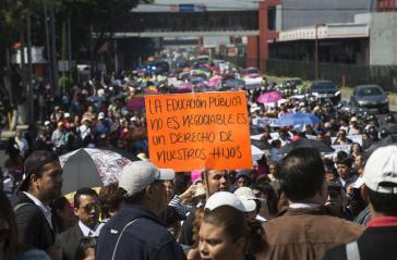 """Protest gegen Bildungsreform am 6. Juli in Mexiko-Stadt: """"Öffentliche Bildung ist nicht verhandelbar, sie ist ein Recht unserer Kinder"""""""