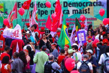 """Demonstrierende in São Paulo: """"In Verteidigung der Demokratie – Nie wieder Putsch"""""""