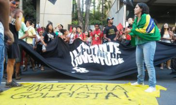 Jugendliche gegen den Putsch in Minas Gerais, Brasilien