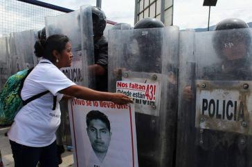 Eine der Mütter der 43 Lehramtsstudenten bei der Demonstration am 26. September in Mexiko-Stadt