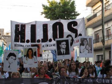Für den 14. Dezember 2016 hatte H.I.J.O.S., eine Organisation der Nachkommen von während der Militärdiktatur verschwundenen Personen, zu einem Escrache gegen Alfredo Omar Feito