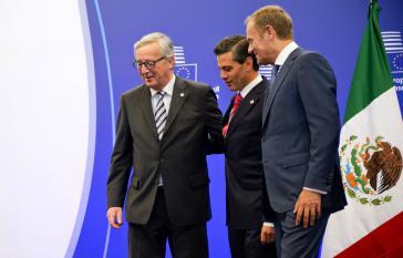 EU-Kommisionspräsident Jean-Claude Juncker, Mexikos Präsident Enrique Peña Nieto und EU-Ratspräsident Donald Tusk (von li. nach re.) beim EU-Mexiko-Gipfel 2015