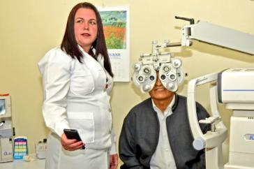 Morales unterzog sich in El Alto einer Augenuntersuchung