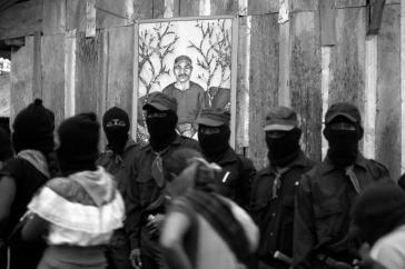Milizionäre der EZLN auf einer Trauerkundgebung Mai 2014 in La Realidad