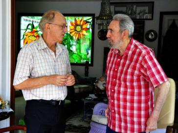 "Der Leiter des ""Centre for Research on Globalization"", Michel Chossudovsky, und Fidel Castro im Oktober 2010"