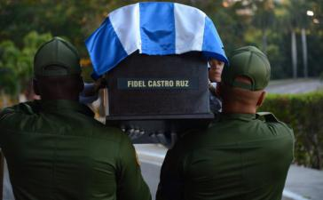 Die Urne mit Fidel Castros Asche wird von Havanna nach Santiago de Cuba gebracht