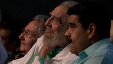 Fidel Castro (mi.), hier mit Raúl Castro (li.) und Venezuelas Präsidenten Nicolás Maduro (re.)