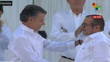 Präsident Santos und der Oberkommandierende der Farc, Rodrigo Londoño