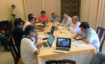Vertreter der Friedensdelegationen bei den Nachverhandlungen in Havanna
