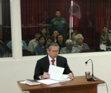 Fujimori als Angeklagter im Prozess 2008