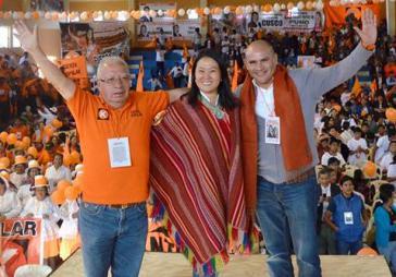 Keiko Fujimori im Wahlkampf. Rechts neben Joaquín Ramírez Gamarra