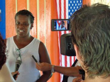 Gail Walker, Direktorin von IFCO, bei einem Interview in Kuba