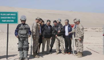 Minister Gómez übergibt bei einem Festakt das von Minen befreite Gebiet