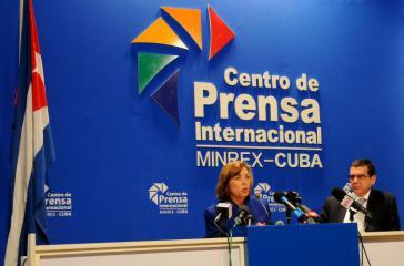 Josefina Vidal und der kubanische Botschafter in Washington, Jose Ramon Cabañas, bei der Pressekonferenz am Dienstag