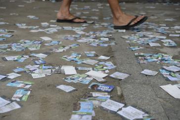 Vor einem Wahllokal in Niterói im Bundesstaat Rio de Janeiro.- Noch nie haben so viele Menschen - trotz Wahlpflicht - niemanden gewählt