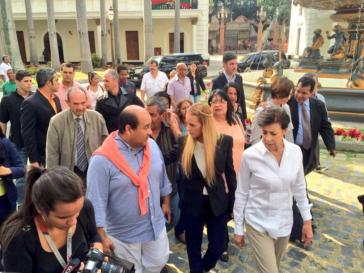 Oppositionsaktivistin Lilian Tintori auf dem Weg in die Nationalversammlung