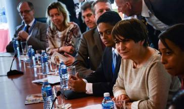 Die niederländische Ministerin für Außenhandel und Entwicklungszusammenarbeit, Lilianne Ploumen (rechts im Bild) mit Vertretern ihrer Delegation in Kuba