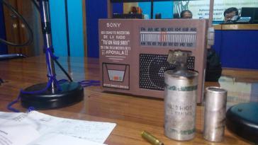 Kabine des Lokalradios Tuun Ñuu Savi mit Granaten und Patronenhülsen, die in Nochixtlán abgefeuert wurden