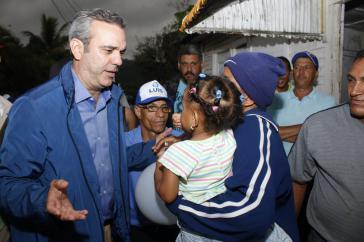 Spitzenkandidat der Opposition, Luis Abinader, im Straßenwahlkampf