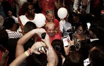 """Lula bei der Auftaktveranstaltung zur Kampagne """"Ein gerechtes Brasilien für alle und für Lula"""" in São Paulo am 10. November"""