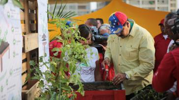 Präsident Maduro bei einer Bürgeraktion zur Förderung der städtischen Landwirtschaft