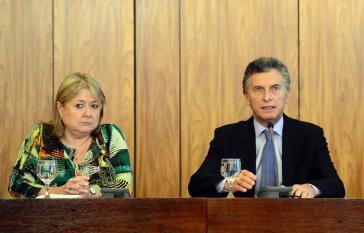 Außenministerin Malcorra und Präsident Macri bei einer Pressekonferenz kurz nach ihrem Amtsantritt