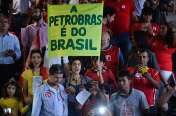 """Demonstration zur Verteidigung von Petrobras und der Rechte der Arbeiter in Brasília im März 2015: """"Petrobras gehört Brasilien"""""""