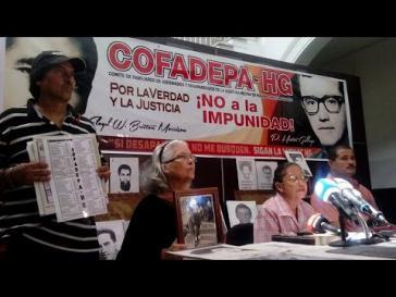 Maritza Maestre (am Mikrofon) bei einer Pressekonferenz des Cofadepa-HG