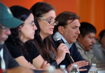 Mercedes Doretti berichtet über die Ergebnisse der EAAF-Untersuchungen