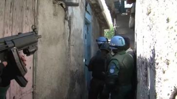 Blauhelmsoldaten bei einer Razzia in Port-au-Prince