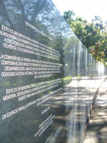 Denkmal für die Opfer von Menschenrechtsverletzungen während des Krieges in El Salvador, im Park Cuscatlán in San Salvador