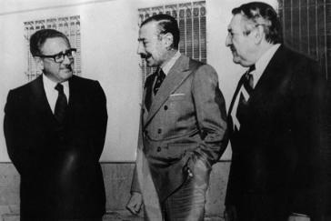 Henry Kissinger, General Videla und Botschafter Castro (rechts) im Juni 1978
