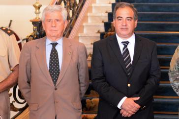 Argentiniens Sekretär für Sicherheit und militärische Angelegenheiten, Ángel Tello, und Verteidigungsminister Julio Martínez (rechts) in Washington