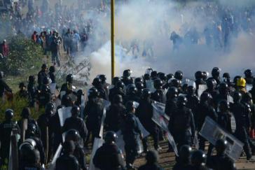 Zusammenstöße bei der gewaltsamen Räumung einer Straßenblockade am Sonntag Morgen in Nochixtlán