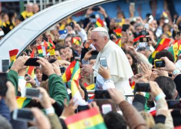 Papst Franziskus im Juli 2015 in Bolivien. Bei seiner Lateinamerikareise besuchte er außerdem Ecuador und Paraguay
