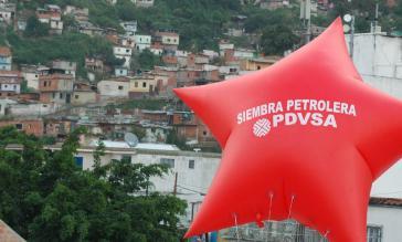 """""""Die Saat des Erdöls"""". Mit den Einnahmen von PDVSA werden die staatlichen Sozialprogramme finanziert"""